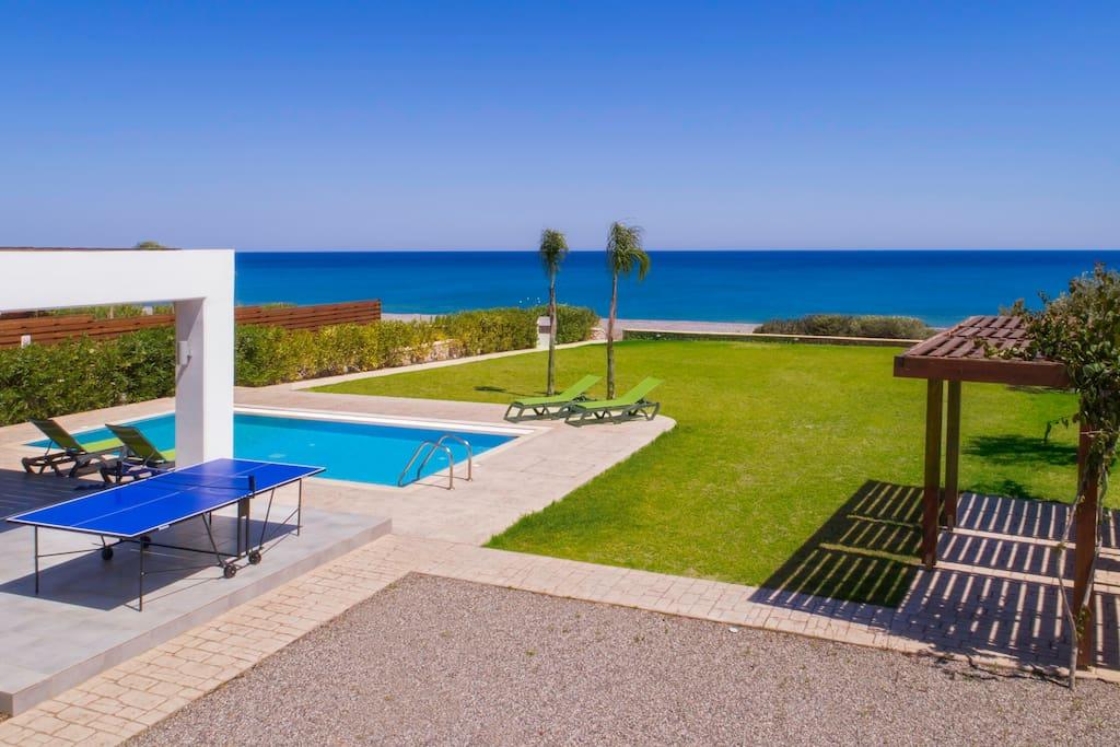 Superior Beach Villa in Rhodes