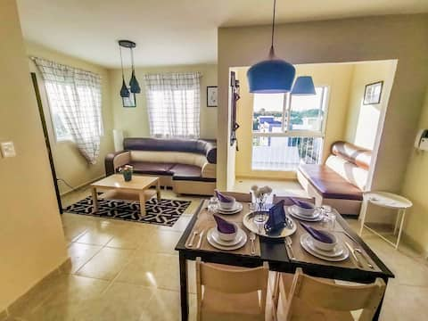 Luxurious 3BR 2BA. Gorgeous view centrally located