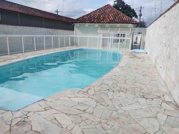 Casa em Praia Grande com piscina a 130 m praia