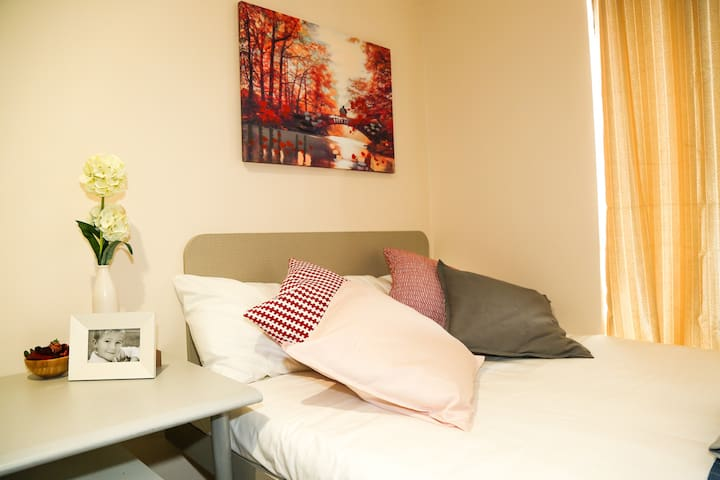 Double Bedroom In Immaculately Presented House