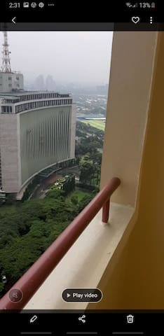 Near shopping and business center in Ortigas.