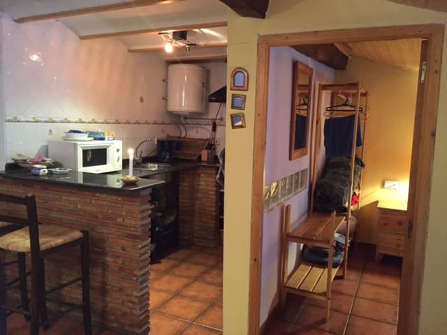 Atico abuhardillado muy acogedor - Salvacañete - Apartment