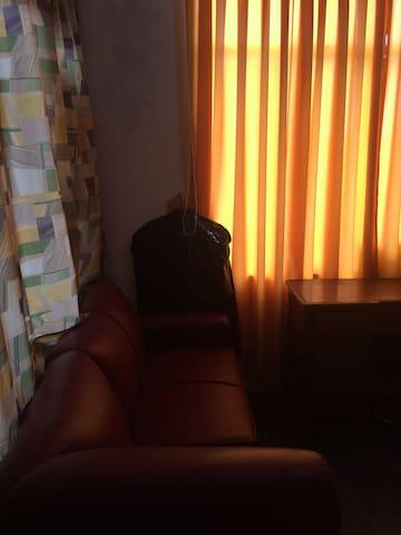 room with bathroom in Los Olivos near airport