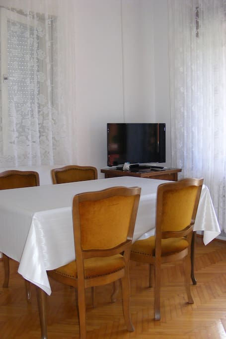 East apartment. Salon/kitchen. Dining area. SatTV. Free WiFi Internet.