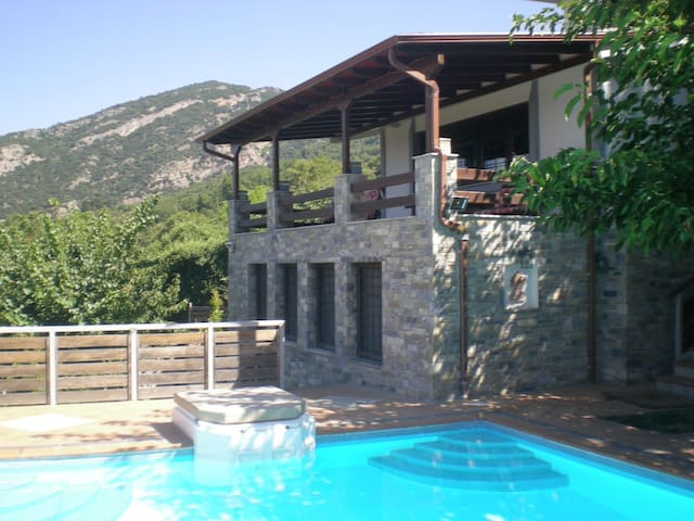 VILLA EVELIN-POOL-SPECIAL OFFER FOR JUNE/JULY:240€