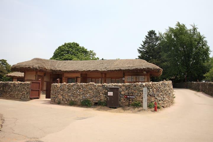 덕현네, 외암민속마을의 옛문화 체험이 가능한 독채 민박 - Songak-myeon, Asan-si - Hus