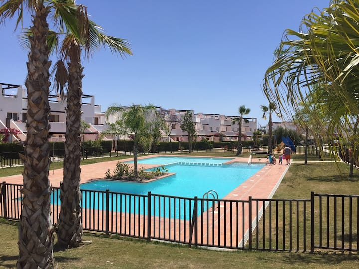 Ground floor 3 bed apart-1 min walk to 3 pools.