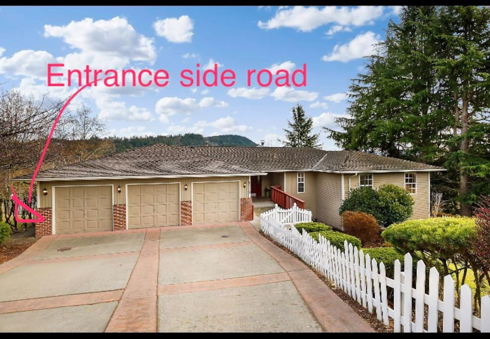 the in law has a private entrance behind the house enter from the left side road.