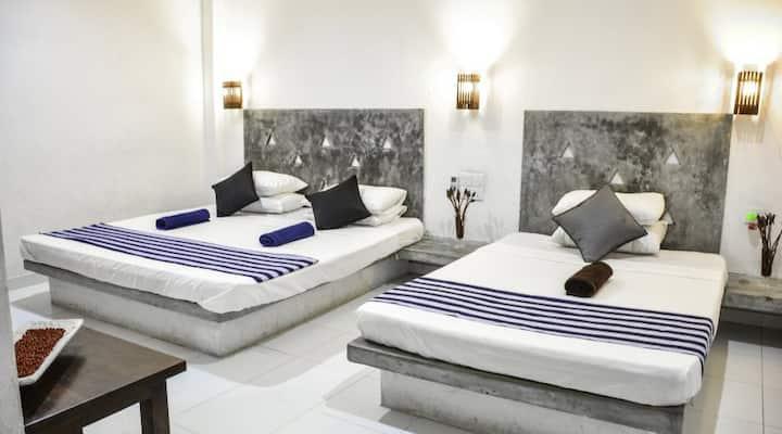 Spacious Clean Triple Room with Pool,AC,Breakfast