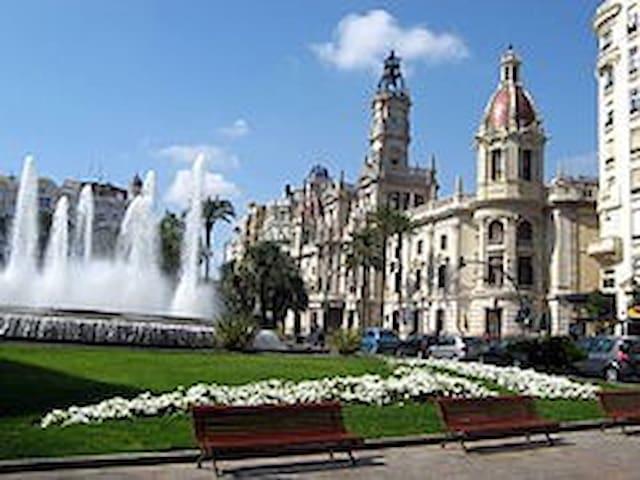 Plaza del Ayuntamiento de la ciudad de Valencia