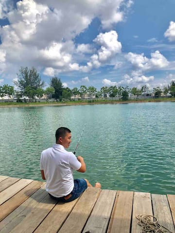 We does provide fishing rods for our guest.