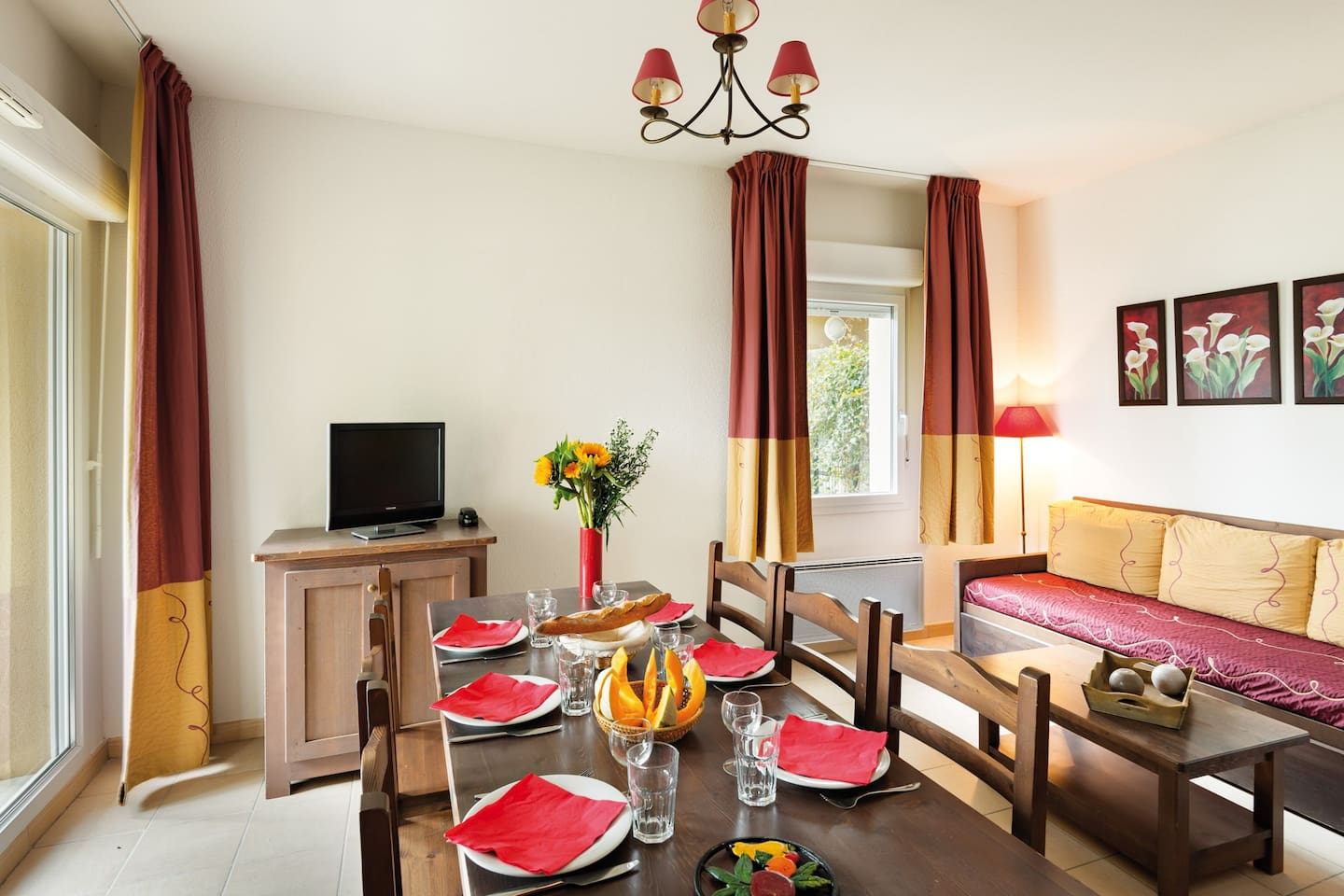 Welcome to your cozy and bright apartment near Bergerac!