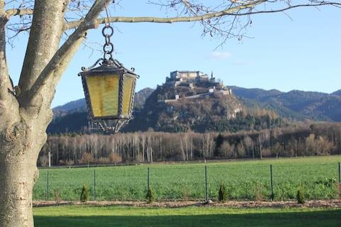Ferien im eigenen Obstgarten mit Burgblick