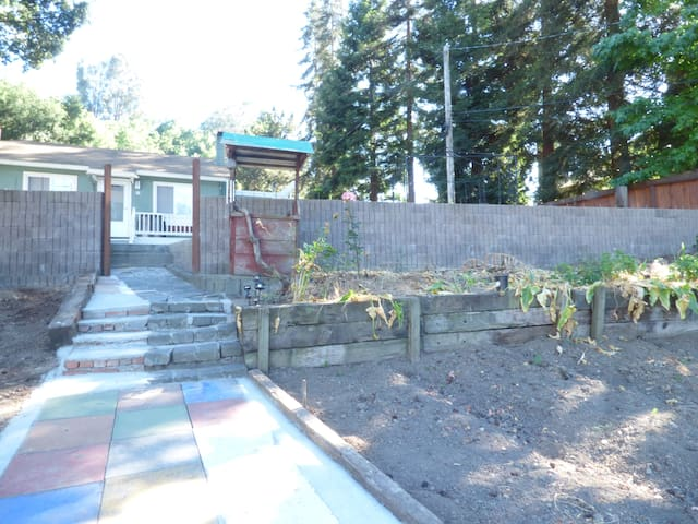 Peaceful, quiet, private, friendly home - Castro Valley