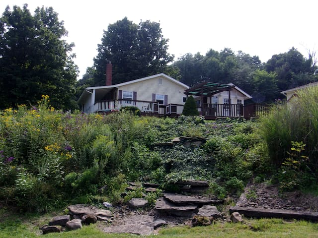 Farm House 1/2 Mile from Woodbury Wildlife Area