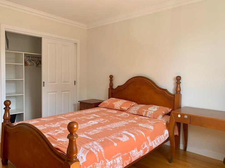Sunny queen bed room, near public transport to CBD