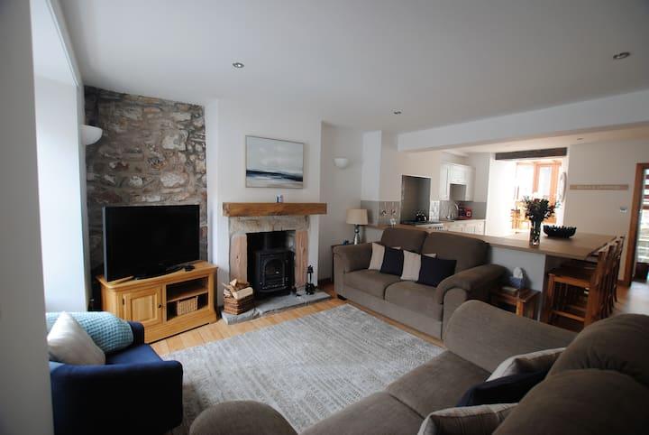 Tailor's Cottage- beautiful coastal home, Fife