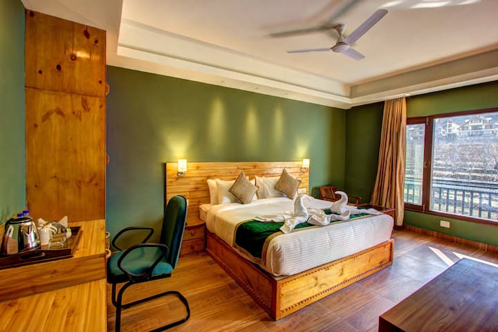 Mango Cozy Hotel Room -Manali