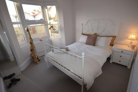 5 Star Elegant Suite. 3 Parking Breakfast & Garden - Brighton - Oda + Kahvaltı