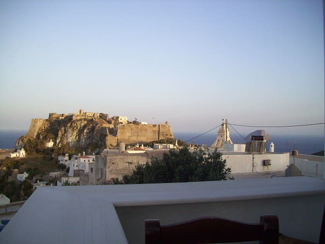 Sea view and Castle view studio in Chora