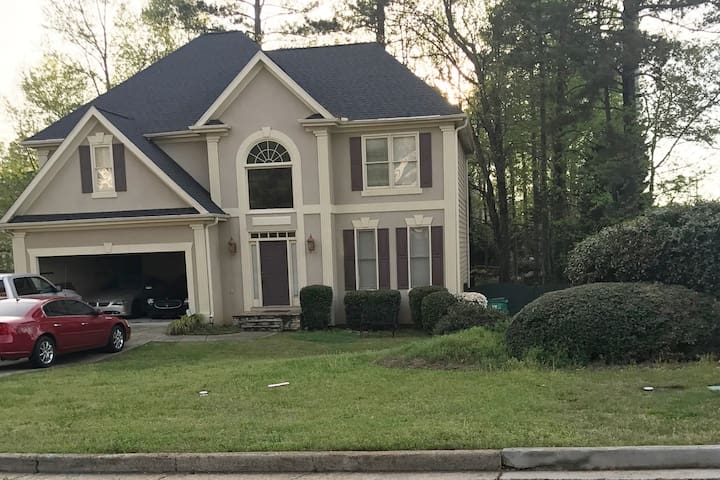 Huge home in Johns Creek and fully equipped - Duluth - House
