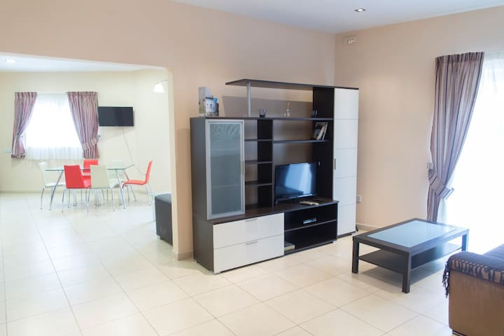 Very spacious flat between Valletta and Sliema - Msida - Appartement