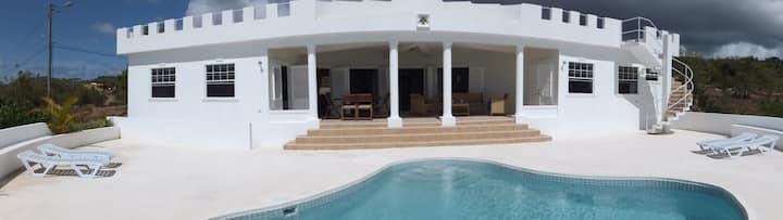 Luxury 3 Bdrm Villa with stunning Sea View.