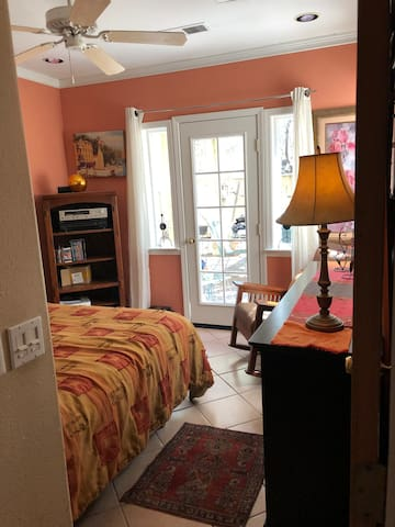Lovely Bedroom & Patio Next to Bidwell Park!