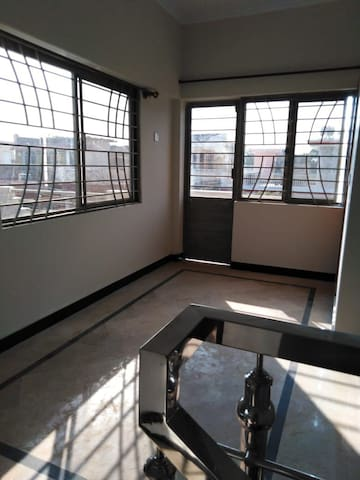 Spacious room in i 10 islamabad