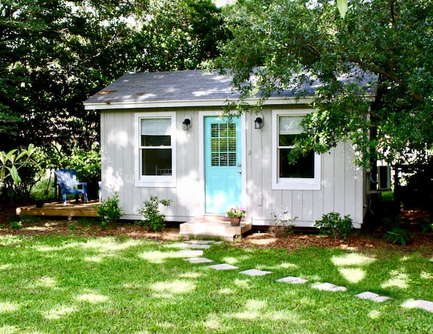 Tidy Tiny Home in Quiet West Ashley Neighborhood