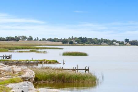 Clayton Shore - free WIFI, pet friendly, 10 acres.