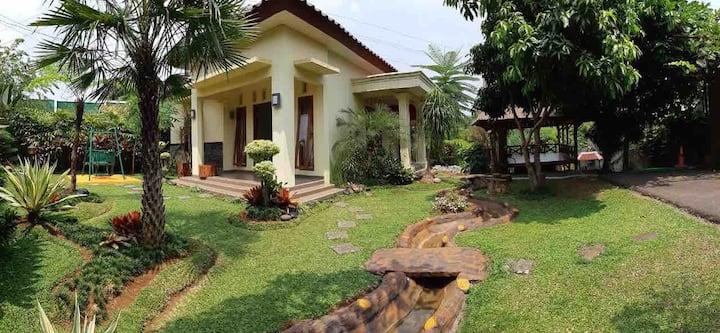 Villa Kebun Akung