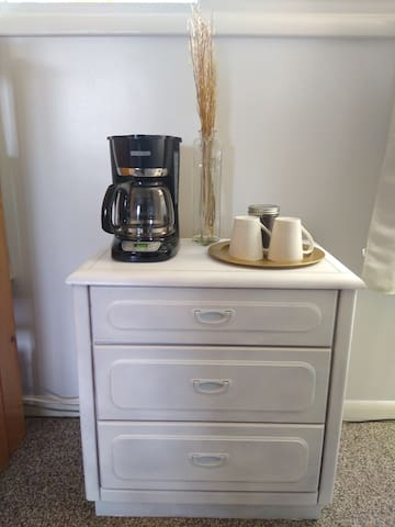 12 cup coffee pot with coffee