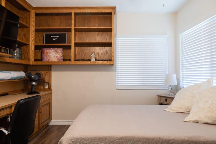 Bedroom: Queen bed, plenty of drawers and a huge desk area.