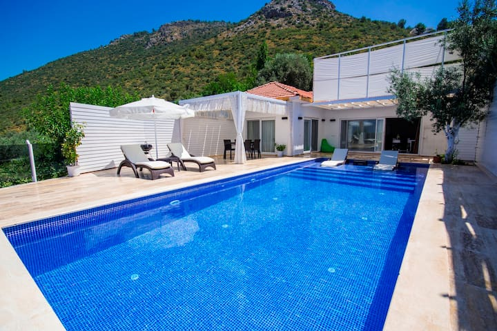 Secluded Two Bedroom Villa, Large Pool & Views,