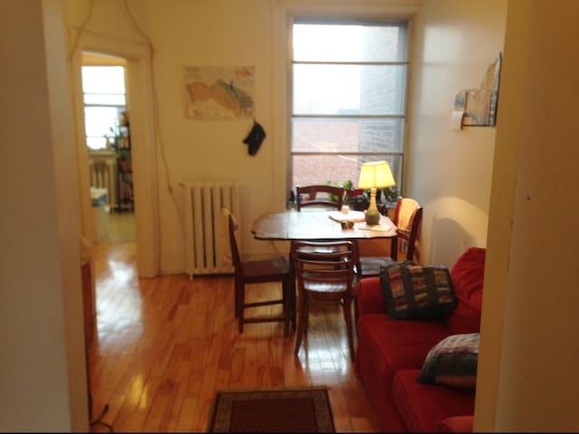 Bedroom in Mile-End, private balcony! - Montréal - Apartment