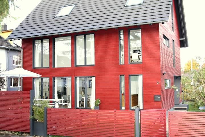 Lichtdurchflutetes Wohlfühlhaus mit Terrasse