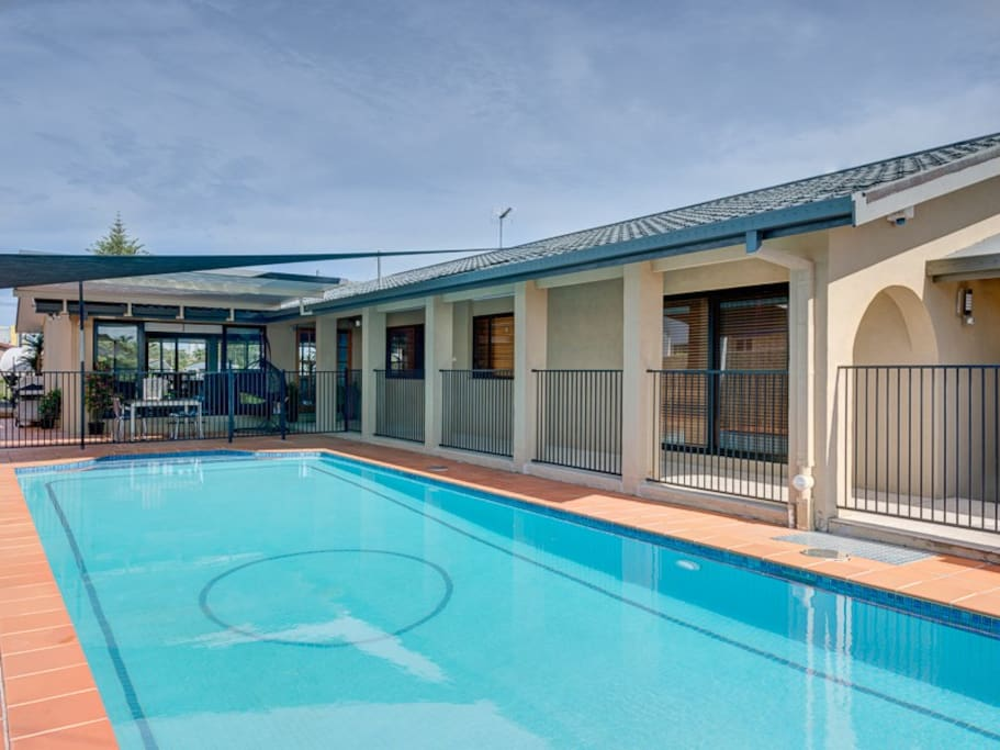 Private Huge salt water swimming pool - Fully Fenced!  13 x 5m!