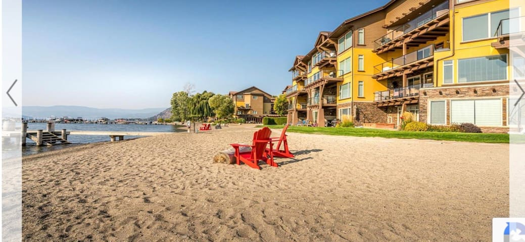 Luxury at the lake! Impressive lakefront townhouse
