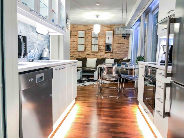 Luxury 9th floor apartment with superb location!