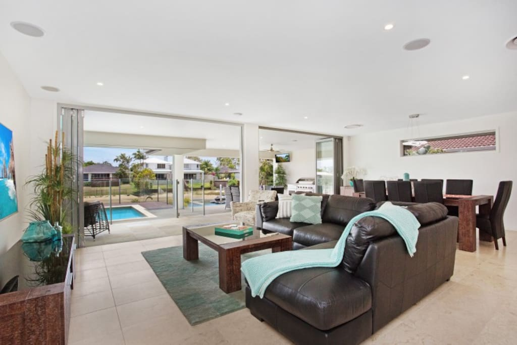 Open Plan Lounge and Outdoor Area