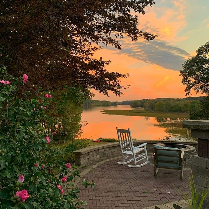 Secluded Lakefront 10 Acre Estate Close To Casinos