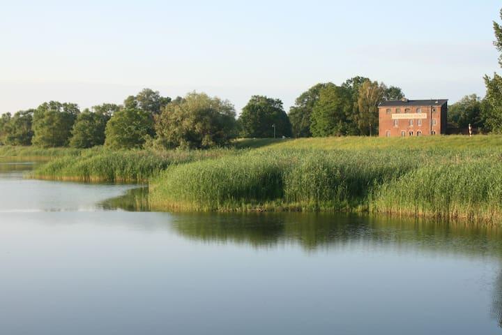 Hafenmühle Kienitz mit Blick über die Oder