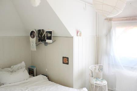 Wohnung einer Design-Studentin in Neukölln - Berliini - Osakehuoneisto