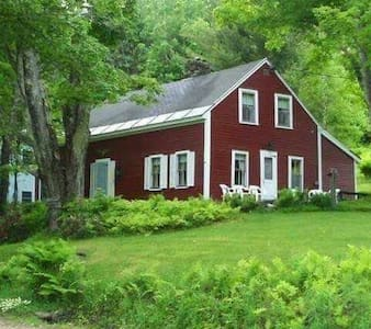 Vermont Mountain Farmhouse with great views - Pittsfield - Ház