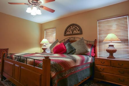 Circle S in the middle of heart-stopping views! - Fredericksburg - Guesthouse