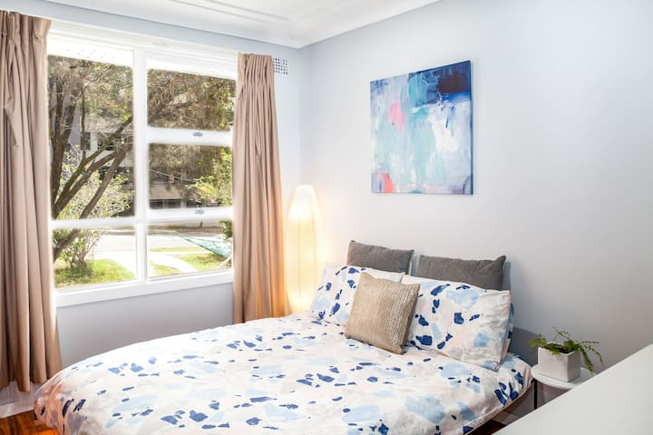 Cozy Single Room in the Heart of Carlingford