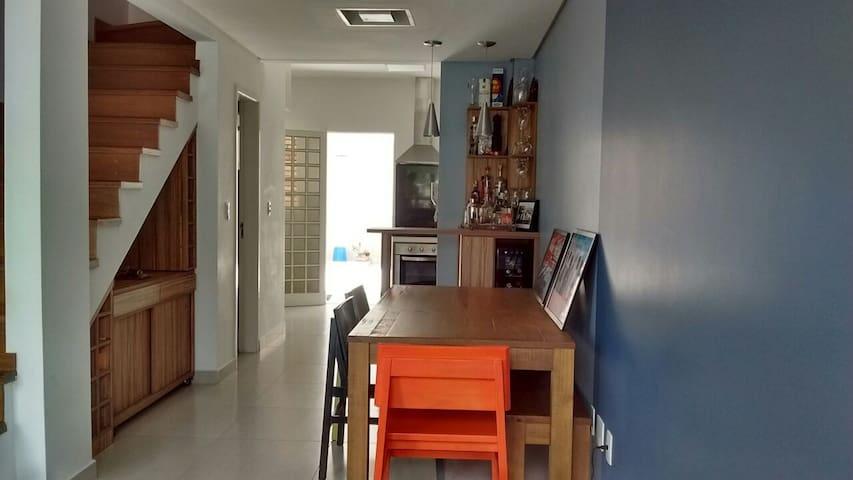 Casa em Condomínio Fechado - Ambiente Familiar