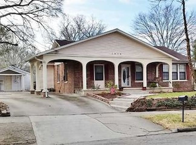 Sweet space in leafy neighborhood near airport - College Park - House