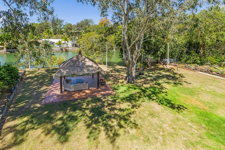 Currumbin Creek Front 1 Acre Private Family Oasis
